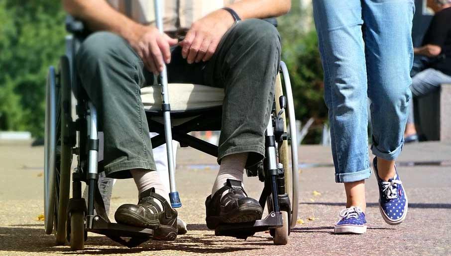 aide aux personnes âgées ou handicapées
