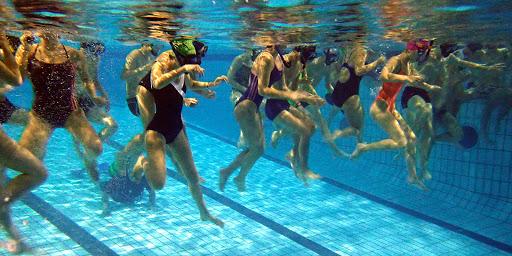 théâtre dans l'eau à la piscine de Val-de-Reuil
